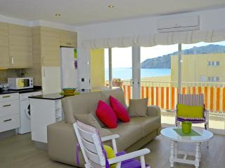 Front beach apartment , sea view. COSTA BRAVA - Pals vacation rentals
