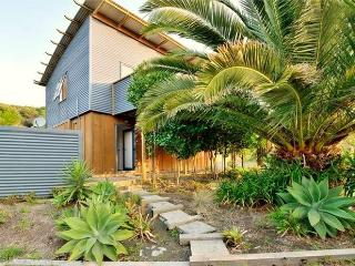 Coast Retreat Muriwai - Golf and Surf Holiday - Muriwai Beach vacation rentals