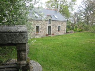 Cozy House in Pontivy with Television, sleeps 11 - Pontivy vacation rentals