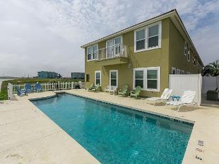 Gorgeous House with Deck and Internet Access - Corpus Christi vacation rentals
