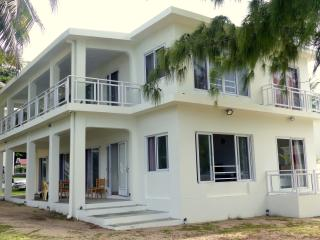 Villa for 12 with direct acces to the seaside - Pointe d'Esny vacation rentals