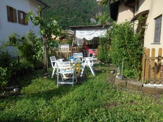 Famiglia affitta 2 camere in casa dove vive - Borgo Valsugana vacation rentals