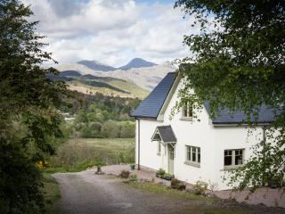 Perfect 6 bedroom Cottage in Strontian with Internet Access - Strontian vacation rentals