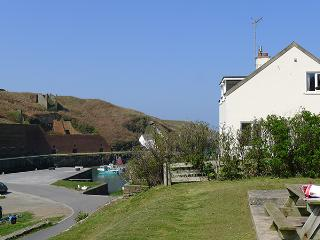 Beautiful 2 bedroom House in Porthgain - Porthgain vacation rentals