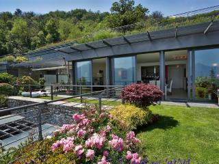 Romantic 1 bedroom Menaggio Condo with Shared Outdoor Pool - Menaggio vacation rentals