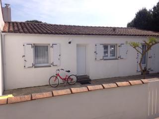 Perfect 2 bedroom Le Bois-Plage-en-Re Bungalow with Internet Access - Le Bois-Plage-en-Re vacation rentals