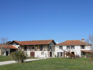 Cozy 2 bedroom Gite in Lagarde-Hachan - Lagarde-Hachan vacation rentals