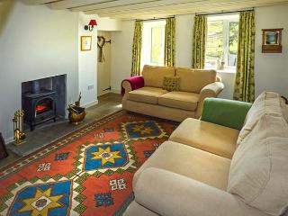 MOSS END COTTAGE, semi-detached, en-suite, multi-fuel stoves, parking, garden, in Buckden, Ref 915782 - Buckden vacation rentals