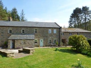 SPENS FARM COTTAGE, WiFi, king-size bed, en-suite, off road parking, near High - Bentham vacation rentals