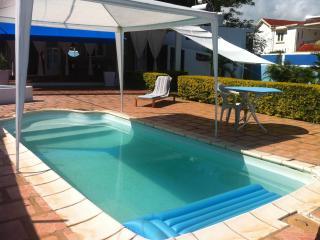Villa avec piscine à 100m de la mer - Pointe Aux Piments vacation rentals