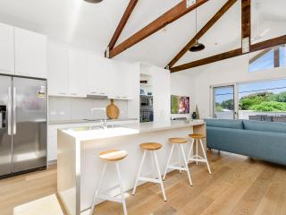Perfect Townhouse with Dishwasher and Hair Dryer - Barwon Heads vacation rentals