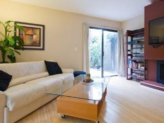 West LA Beauty Near Beverly Hills & Ucla-2 bedroom - Los Angeles vacation rentals