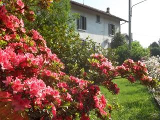 B&B Laghi: Maggiore - Varese - Camabbio - Monate - Besozzo vacation rentals