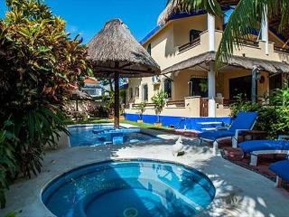 NEW MODERN, KING BED, GROUND FLOOR EASY ACCESS TO POOL & HOT TUB. - Puerto Morelos vacation rentals