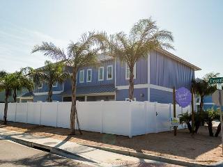 3BR/2BA Townhouse in Port Aransas with 2 Floors, Shared Pool, Sleeps 10 - Port Aransas vacation rentals