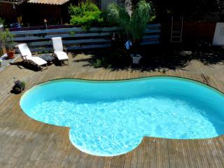 T1 en bois avec piscine WE/semaine/mois - Parentis-en-Born vacation rentals