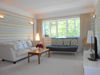 2 bedroom Apartment with Internet Access in Surbiton - Surbiton vacation rentals