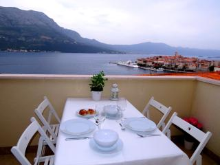 2 bedroom Penthouse with Internet Access in Korcula Town - Korcula Town vacation rentals