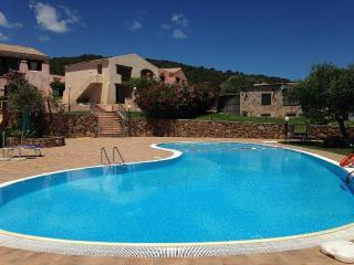Bilocale Residence Uliveto con piscina - Budoni vacation rentals