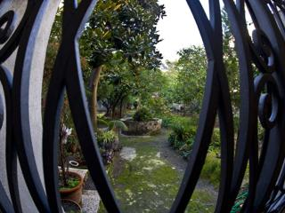 B&B with garden near the beach and Pompeii ruins - Torre Annunziata vacation rentals