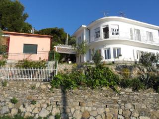 Appartamentocon giardino vista mozzafiato sul mare - Andora vacation rentals