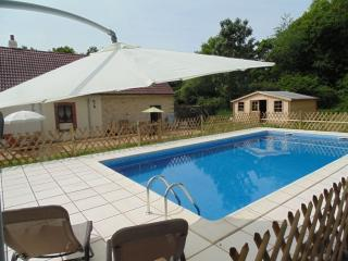 Les Trois Petites Maisons exclusive use of pool - Cromac vacation rentals