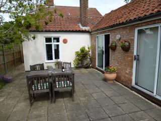 Beautiful 2 bedroom Attleborough Cottage with Internet Access - Attleborough vacation rentals