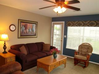 Brookside Walk In, Recliners! |Meadow Brook Resort - Branson vacation rentals