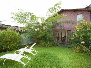 Casa Rossa, Charming Tuscan Cottage with garden - Pescaglia vacation rentals