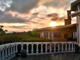 RED SUNSET OF GUANACASTE, LODGING ABOVE THE REST. - Nuevo Arenal vacation rentals