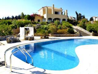 Villa, views, stunning WOW factor & private pool - Gavalochori vacation rentals