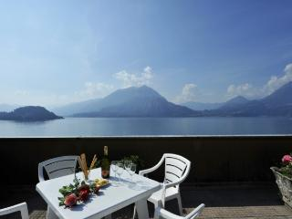 2 bedroom Penthouse with Internet Access in Varenna - Varenna vacation rentals