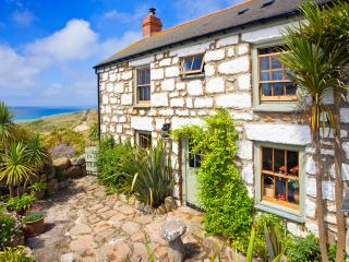 WHITEBREAKERS, charming cornish cottage by the beach with lush garden &sea views - Sennen vacation rentals