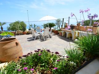 Wonderful 2 bedroom Xylokastro Apartment with Internet Access - Xylokastro vacation rentals