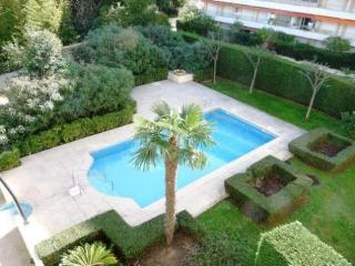 Golden Gate Delux Lovely 2 Bedroom with a Pool and Balcony - Cannes vacation rentals