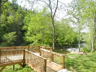 RIVER FRONTAGE, FLAT ACRES, FIRE-PIT. DECKS. - Burnsville vacation rentals