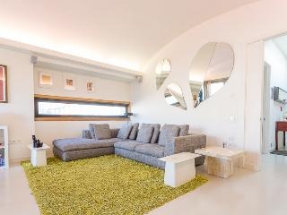 Wireworks (pro-managed by IVY LETTINGS) - London vacation rentals