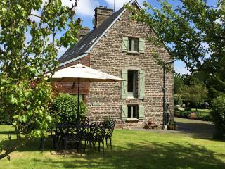 La Cidrerie luxury Gite with shared Pool and Games Room in rural Normandy - Villedieu-les-Poeles vacation rentals