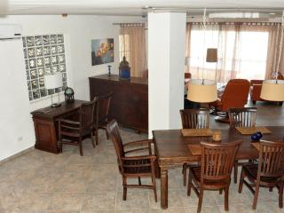 Nice Chalet with Deck and Internet Access - Savaneta vacation rentals