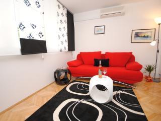 Elegant apartment with large balcony - Split vacation rentals