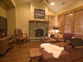Cozy 3 bedroom Mammoth Lakes Condo with Deck - Mammoth Lakes vacation rentals