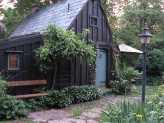 Romantic Cottage with Internet Access and Garden - New Hope vacation rentals
