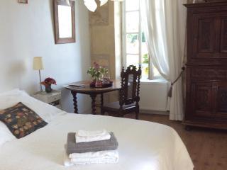 Chambre d'hôtes B&B en Saintonge Romane - Saint Sauvant vacation rentals