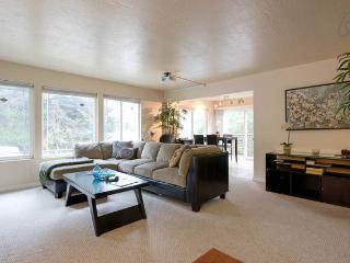 2 bedroom Condo with Deck in Oakland - Oakland vacation rentals