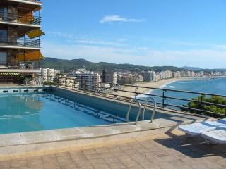 Nice Condo with Internet Access and Parking Space - San Antonio de Calonge vacation rentals