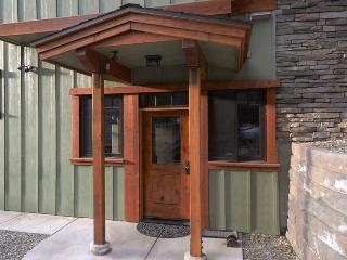 One King Bed, One Bath, Perfect for Couples - Yosemite National Park vacation rentals