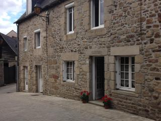 Maison des Trois Amis, Jugon Les Lacs, Brittany - Jugon-les-Lacs vacation rentals