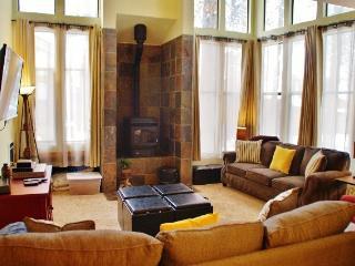 Beautifully upgraded, light filled St. Moritz Villa - Listing #325 - Mammoth Lakes vacation rentals
