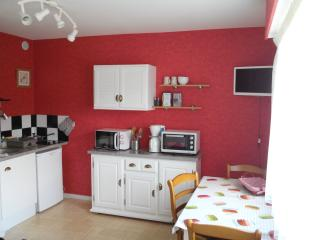 Cozy Chatelguyon Studio rental with Television - Chatelguyon vacation rentals
