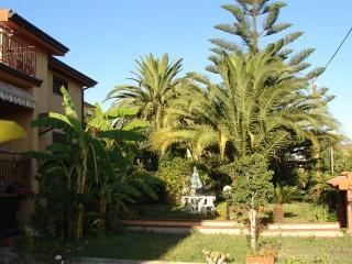 Lotzorai, apartment with garden, porch, terraces. - Lotzorai vacation rentals